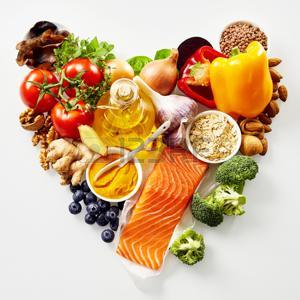 76186074-natura-morta-a-forma-di-cuore-di-cibo-sano-per-il-cuore-e-il-sistema-cardiovascolare-con-ingredienti